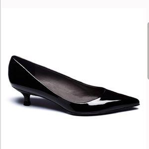 STUART WEITZMAN Poco Black Patent Kitten Heel